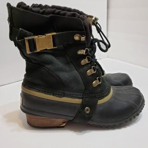 Sorel Black Conquest Carly Short Buckle Boots, 7.5